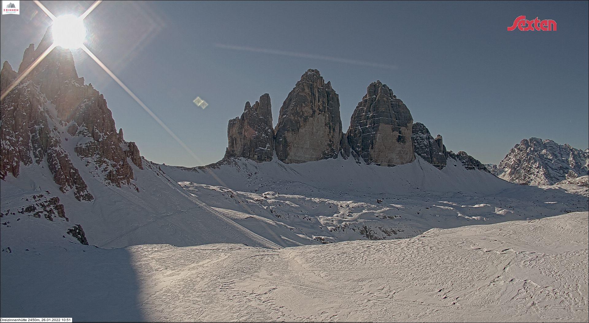 Drei Zinnen - Blick von der Drei-Zinnen-Hütte zu den Drei Zinnen